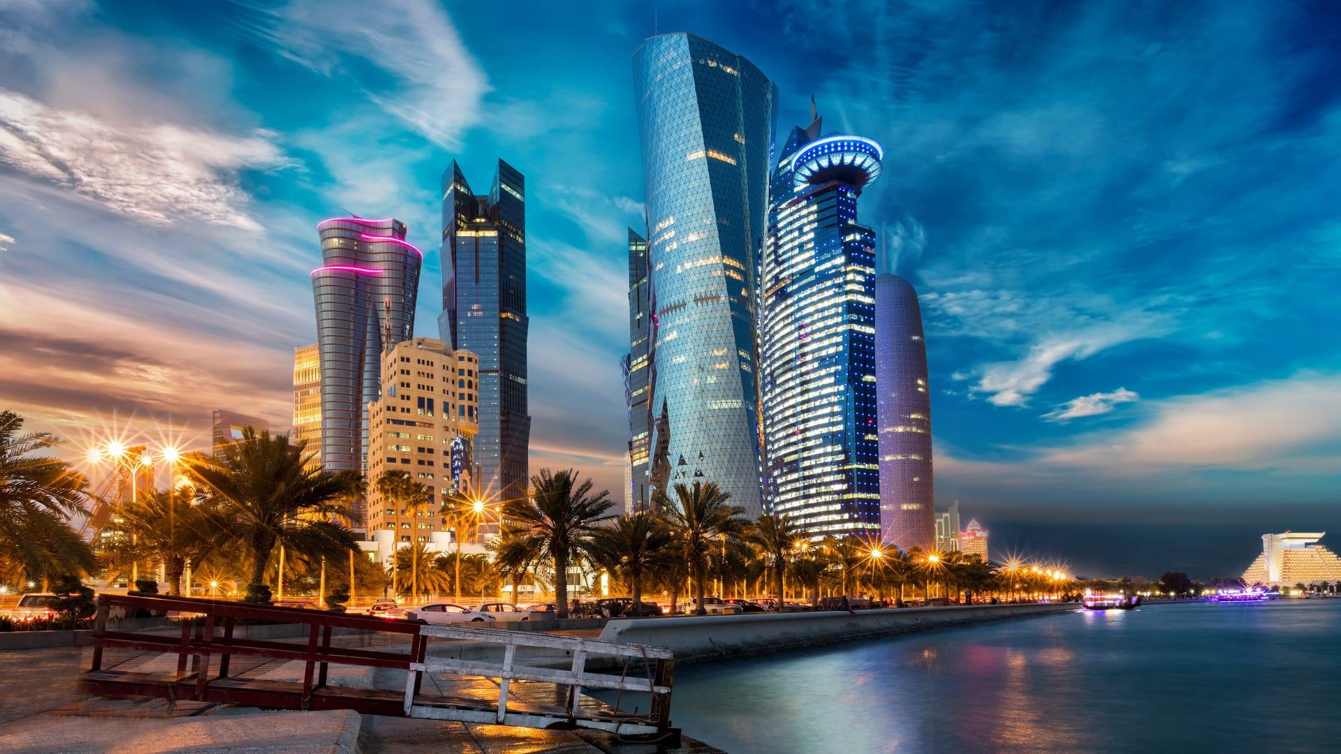 قطر در شب